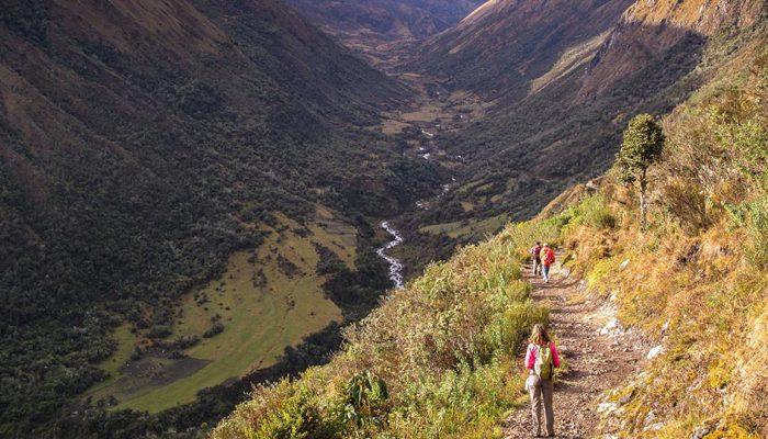 INKA WASI – HATÚN PAMPA - COL DE YANACOCHA – CAMP LAGUNE DE SUYROCOCHA