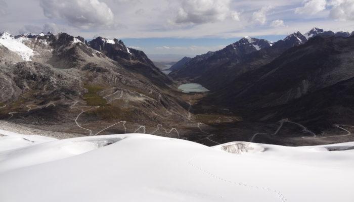 REFUGE SANTOS – LAGUNA JANQ'U QUTA (4.715 m alt.) - CERRO WILA LLUXITA (5.245 m alt)
