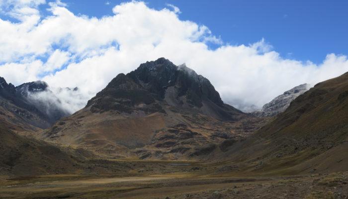LA PAZ – YAMPATURI PALCOMA (3910 m alt.) – RANDONNÉE LAGUNA KASIRI (4690 m alt.) – CAMP JAPAJAPANI  (4615 m alt.)